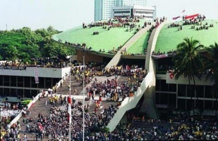 Gedung_DPR_mei_1998
